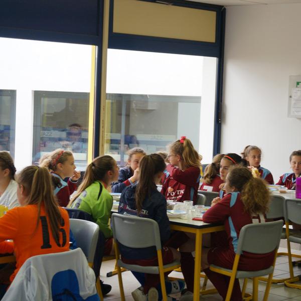 Equipe du centre de Fouesnant déjeunant