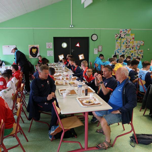 Equipe du centre de Plomelin au déjeuner